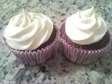 Cupcake de Chocolate com Cobertura de Leite Ninho