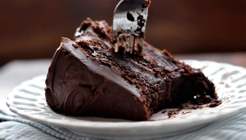 Bolo-Trufado-de-Chocolate-com-Ganache-Cris-Vallias-blog