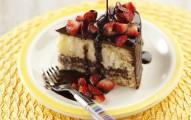 bolo de chocolate coco e morango