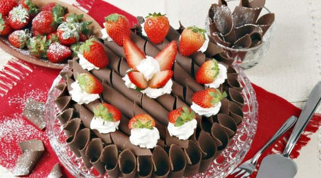bolo-de-chocolate-com-morango_0