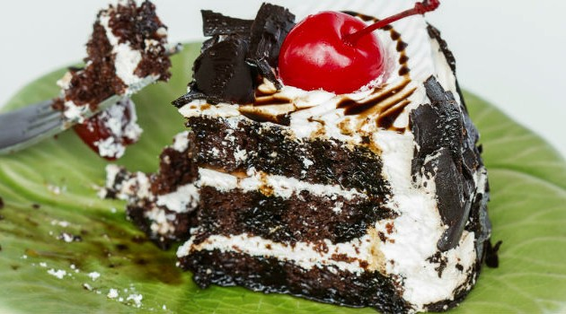 torta-de-chocolate-branco-e-preto-para-comer-rezando-1_0