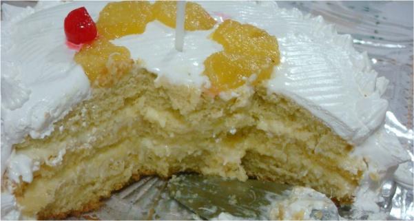 bolo de abacaxi com creme de coco