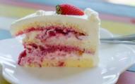 bolo gelado com morango