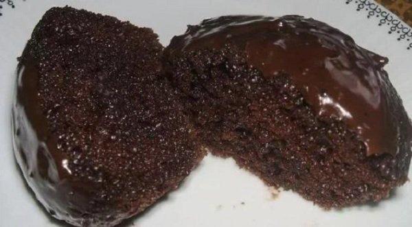 Bolo de chocolate de liquidificador simples e rápido