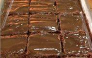 receita de bolo nega maluca fácil com cobertura de chocolate