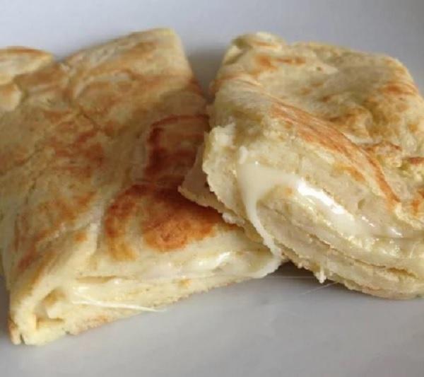 pão de queijo de frigideira recheado