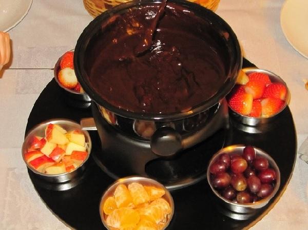 Receita de fondue de chocolate da isamara receita toda hora - Fondue de chocolate ...