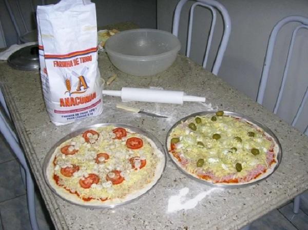 Pizza Feita Com Nossa Massa De Pizza Profissional