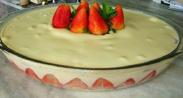sobremesa de natal: pavê de creme com morango