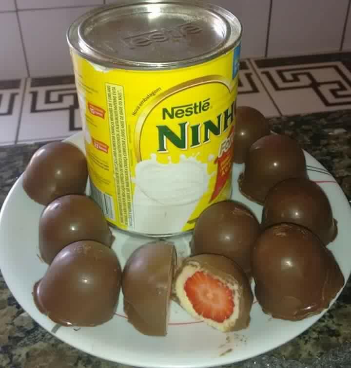 TRUFA DE LEITE NINHO COM MORANGO