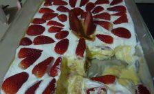 pave de pudim de baunilha com morangos