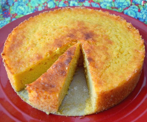bolo cremoso de milho com coco