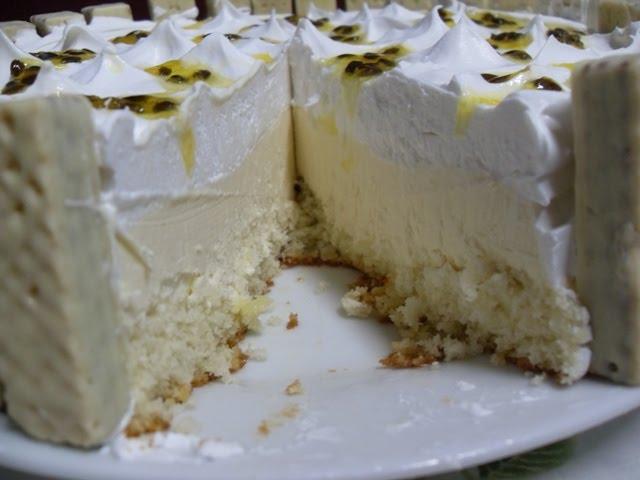 bolo mousse de maracuja com chocolate branco