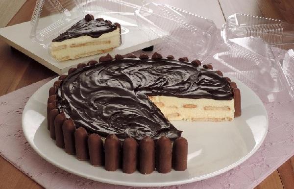 torta alema com palitinhos de chocolate