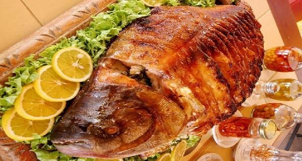 peixe assado e recheado