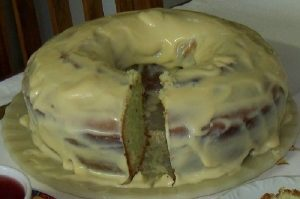 bolo de limao com cobertura de leite condensado