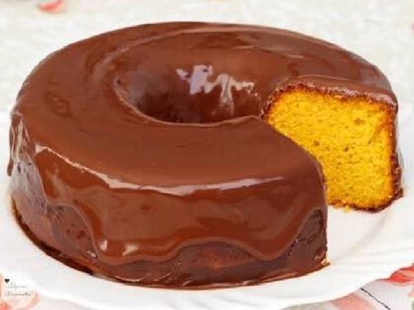 bolo de cenoura fofinho com cobertura de brigadeiro