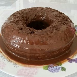 bolo de chocolate de liquidificador com cobertura