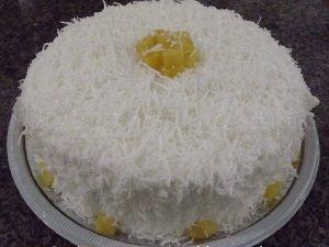 bolo de leite ninho com coco e abacaxi