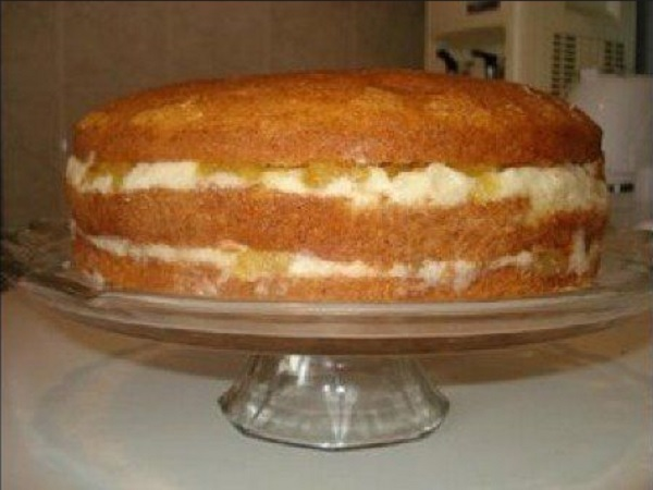 bolo de abacaxi com creme de leite condensado