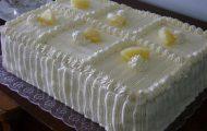 bolo de aniversario de abacaxi com creme