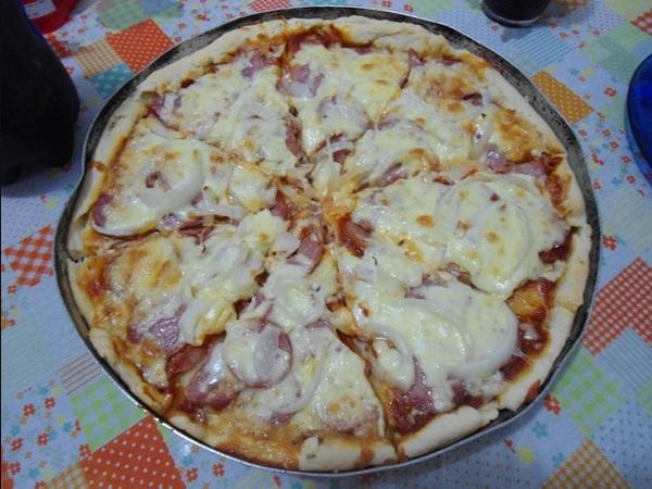 Como Fazer Massa de Pizza (Crocante Por Fora e Macia Por Dentro)