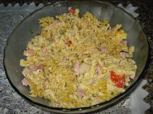 salada de macarrao simples
