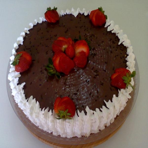 Bolo de Chocolate Fácil para Aniversário