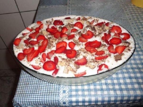 Torta de Bis com Morango