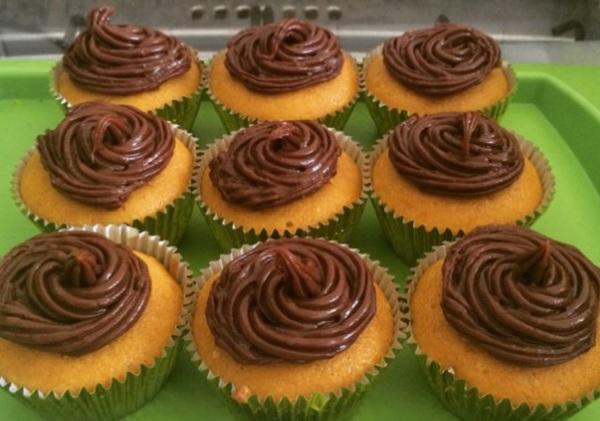mini bolos de cenoura ou cupcakes