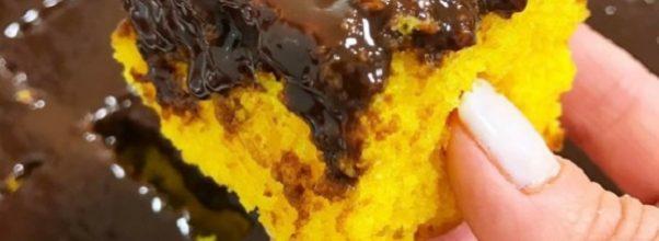 bolo de cenoura com cobertura de chocolate e mel