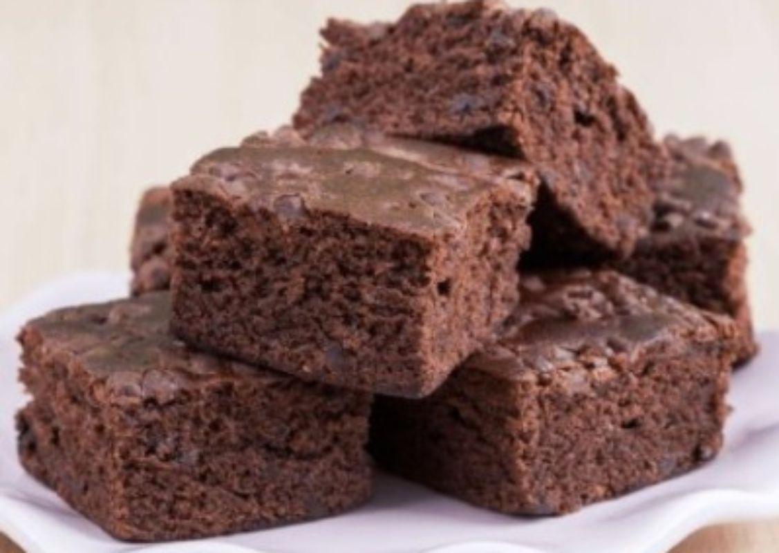 Bolo de chocolate molhadinho com 3 ingredientes