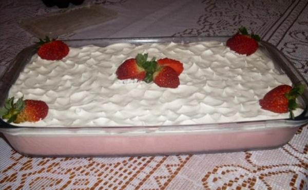 pavê de morango com gelatina
