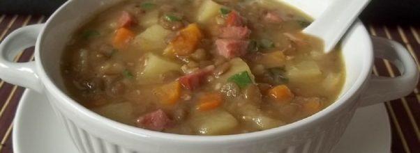 sopa de lentilha com linguiça calabresa