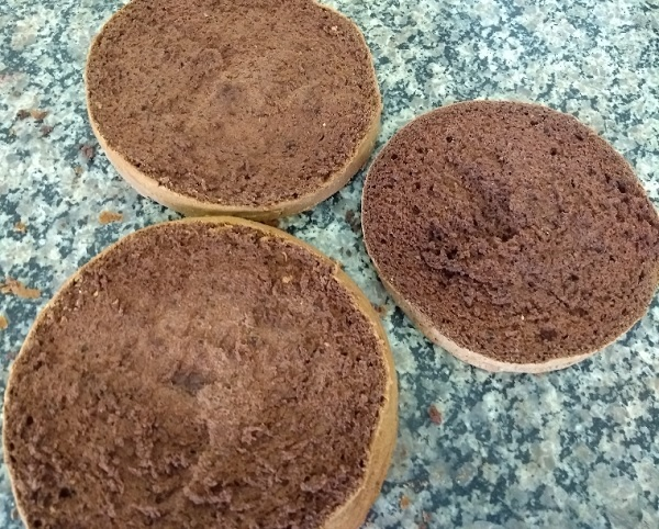 pão de ló de chocolate com 4 ingredientes