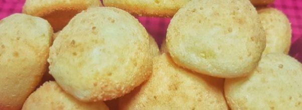 pão de queijo com casquinha de queijo parmesão