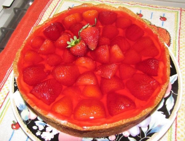 torta de morango com poucos ingredientes