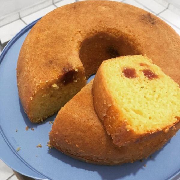 bolo de milharina com goiabada, depois de pronto