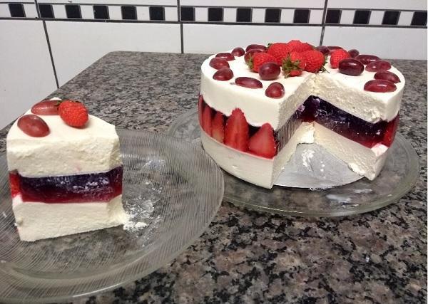 torta mousse de leite ninho com gelatina de morango