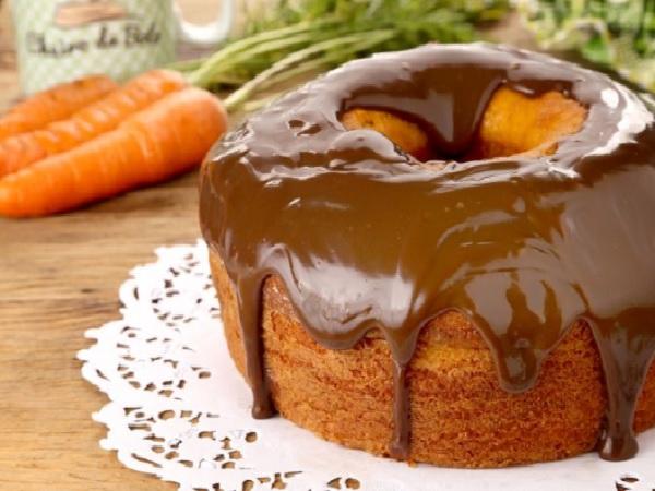 bolo de cenoura com cobertura de chocolate alpino